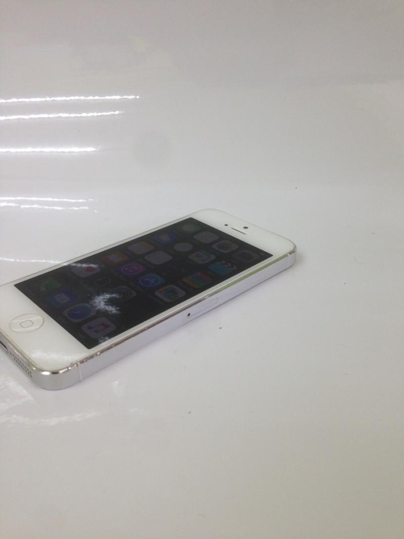 iPhone 5 32GB ราคา 8900  บาท