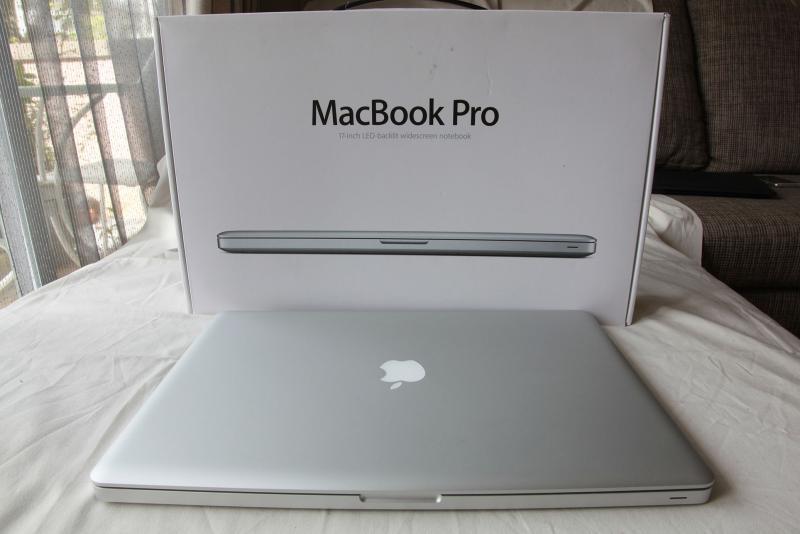 ขายตัว Top : MacBook Pro (17-inch, Late 2011) 2.4GHz Intel Core i7 RAM 8GB HDD 750GB