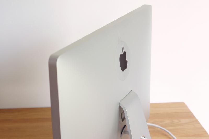 หายาก จอ Apple LED Cinema Display 24-inch มาพร้อมลำโพงและกล้อง iSight จอใสไม่เหลือง!