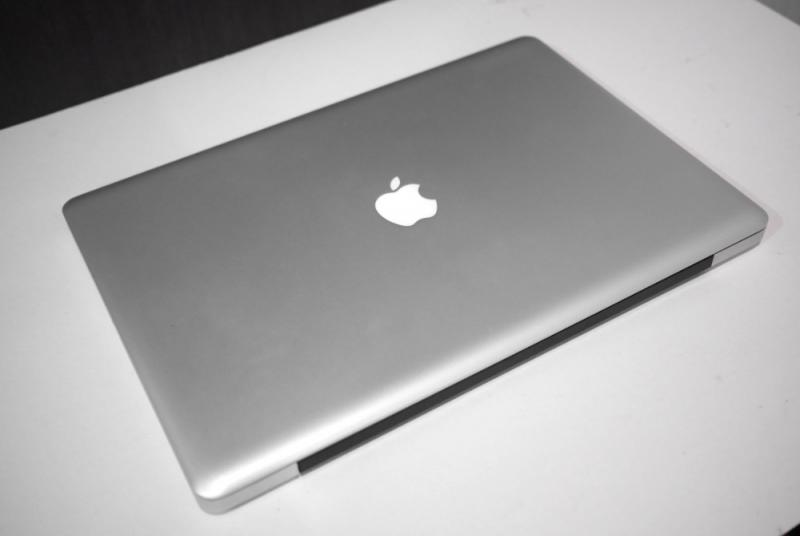 Macbook Pro 17 inch Early 2011- Core i7 (4cores)