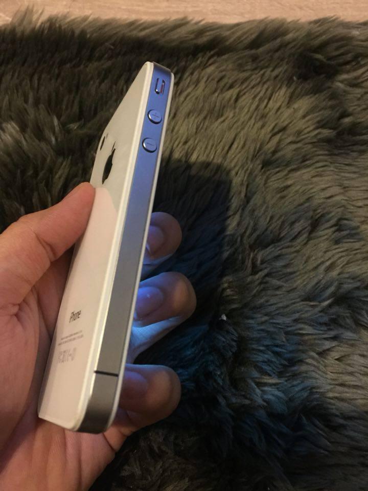 ขาย iPhone 4 สภาพใหม่เอี่ยมใช้งานได้ปกติ