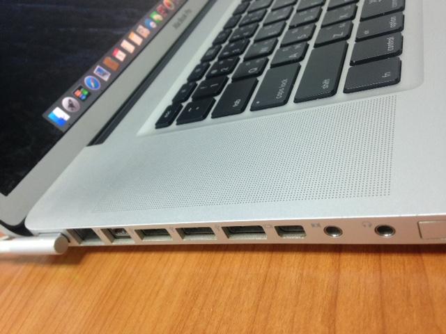 ขาย Macbook Pro17