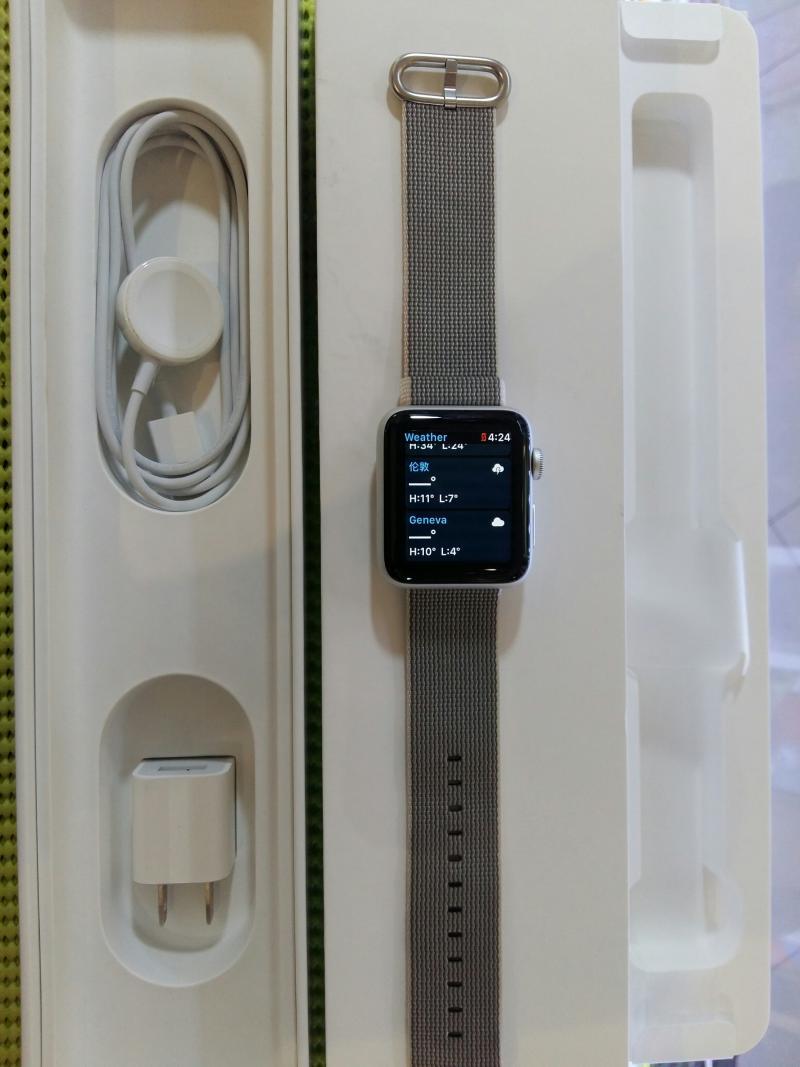 $$$$$ ขาย  Apple Watch 42 mm SERIE 2 สาย Woven Nylon Pearl / Silver Aluminum Case ศูนไทยยกกล่อง สภาพนางฟ้า