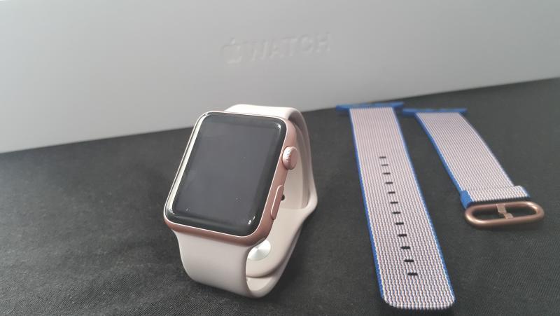 ขาย Apple Watch 42mm แถมสายอีก 1