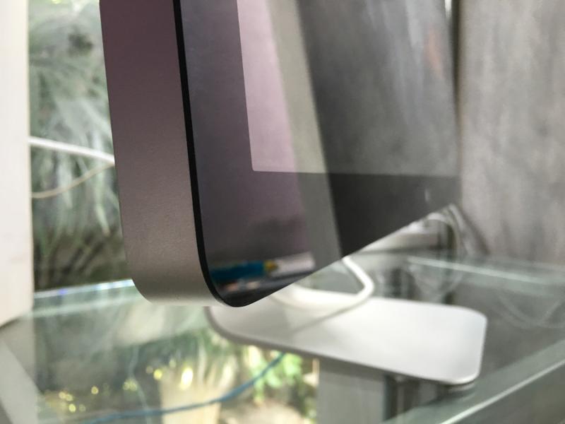 ของหายากครับ จอ 27-inch รุ่นเดียว ที่สามารถต่อกับเครื่อง Mac ได้เกือบทุกรุ่น ตั้งแต่ปี 2009!!!  Apple 27-inch LED Cinema Display ของหายากสุดอีกตัวหนึ่งในโลก เป็นมือสองสภาพดี ไม่มีตำหนิภายนอก สายไม่ยับไม่ขาด ไม่ปริ พร้อมกล่อง (เก็บสะสมได้เลย!) พร้อมใช้งาน สามารถต่อกับ Mini Display port และ Thunderbol