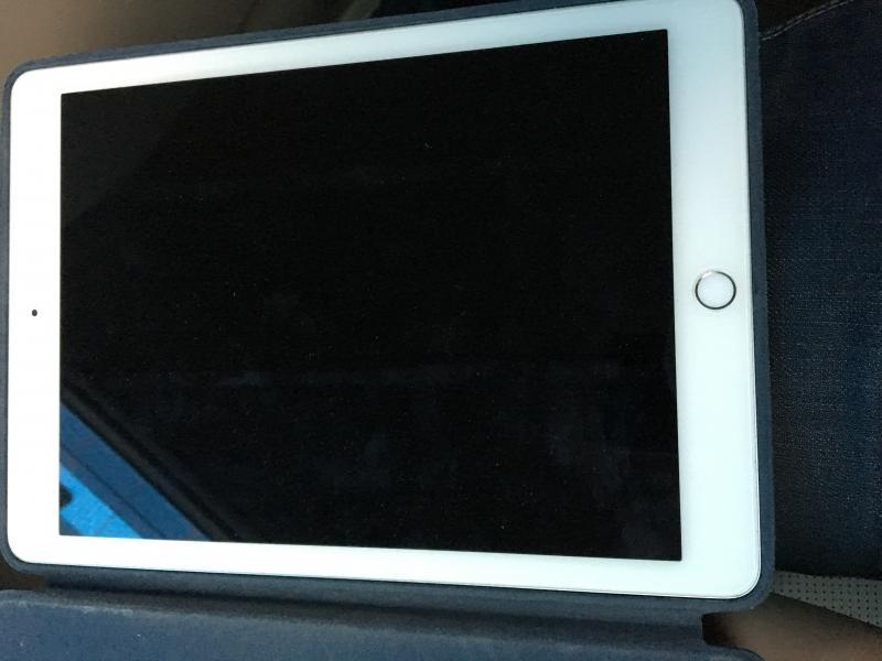 ขาย iPad Air 2 16 GB Wifi ราคา 7,500 บาท