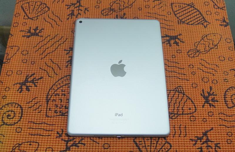 ขาย iPad Air2 WiFi 64 GB สีทองสภาพสวย อุปกรณ์ครบกล่อง + เคลส ประกัน Apple 05 / 07 2017
