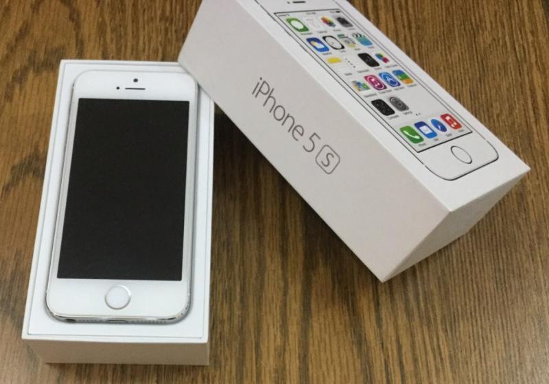 ขาย iphone 5S 16GB สีขาว ศูนย์ไทย ใช้งานน้อย สภาพดีมาก อุปกรณ์ครบกล่อง