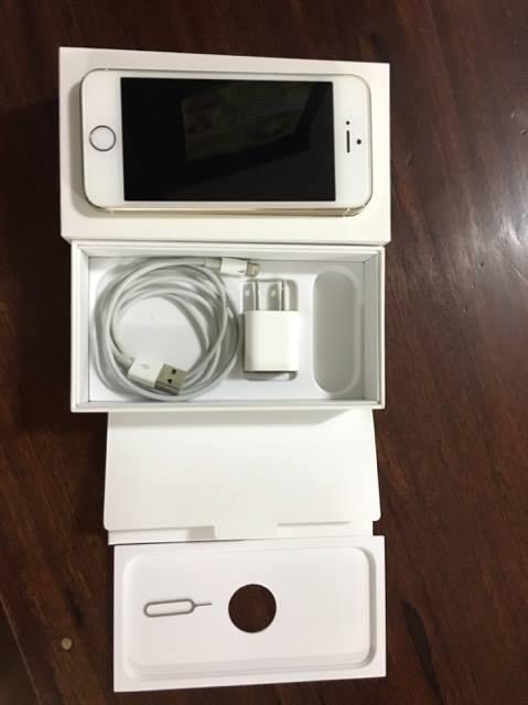 ขาย iphone 5S 16GB สีทอง เครื่องศูนย์AIS เครื่องสวย มีแค่ 1 รอยตามรูป อุปกรณ์ครบขาดหูฟัง ขายยกกล่องอีมี่ตรง ใช้งานอยู่ปกติ ขายเนื่องจากถอย 6s