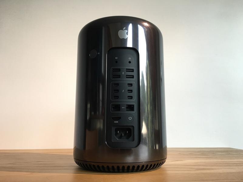 สภาพใหม่ ไม่ใช่เครื่องโชว์ อัพแรมเป็น 16GB ประหยัด 3 หมื่น!!! Mac Pro (Late 2013) 3.7GHz Quad-core Intel Xeon E5/*16GB*/256GB Flash สวยสุดๆ