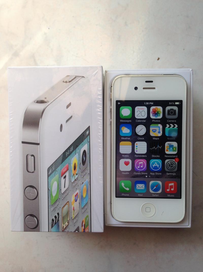 ขาย IPhone 4s 16GB สีขาว สภาพดี 3500 บาทครับ