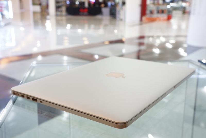 ขาย MacBook Pro 15-inch Retina Core i7 2.3 GHz. Late 2013 รหัสสินค้า:0301 ** มีตำหนิ **