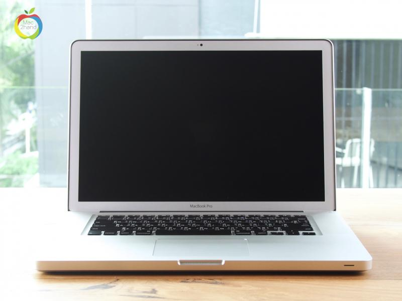 MacBook Pro (15 inch-Early 2011) i7 2.0GHz RAM 4GB SSD 240GB (BOX) ราคา 24500 บาท
