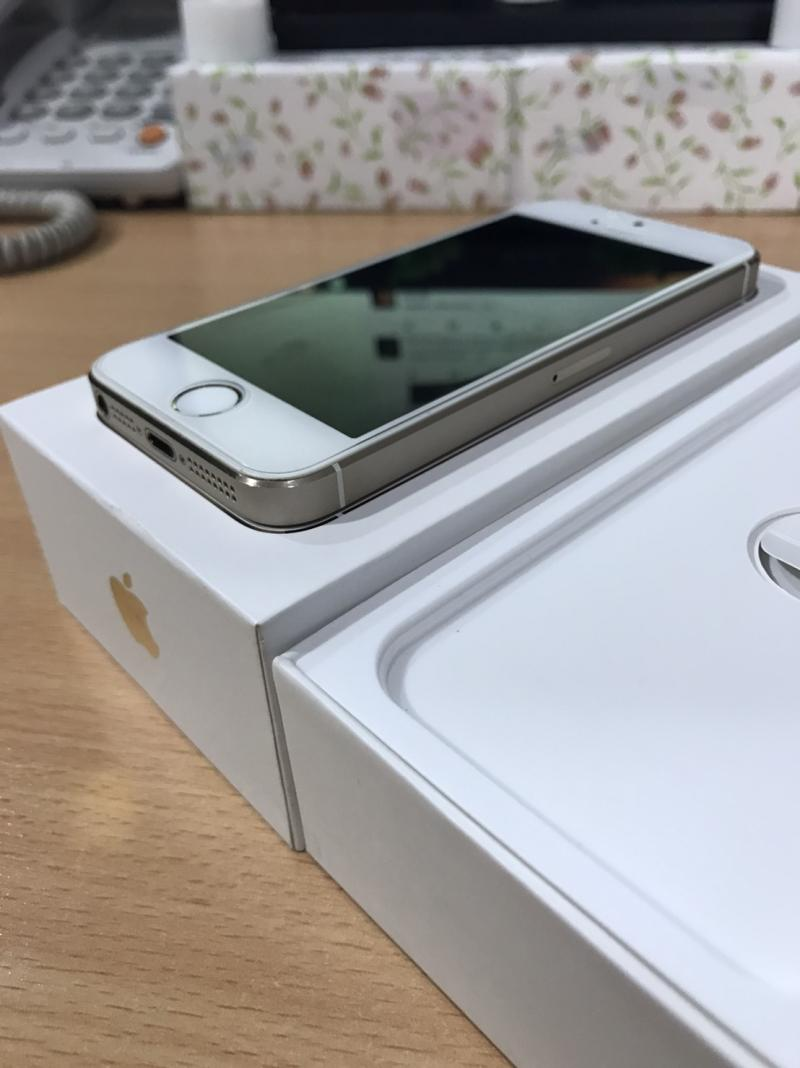 iPhone 5S (16GB) Glod ราคา 6,500 บาท