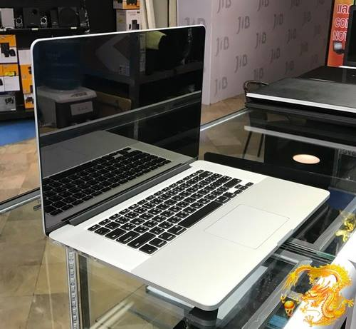 มี MacBook Pro 15