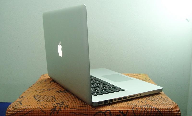 MacBook Pro 15-inch Intel Core i7 2.2GHz  Ram 4 GB  HDD 750 GB  Early2011 /AMD Radeon HD 6750M-512MB